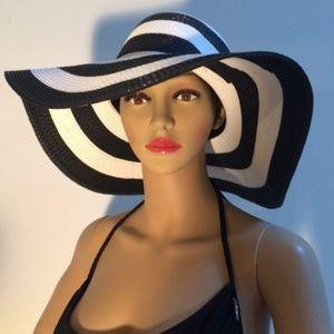SerraBeach Accessories - Classic Black and White Beach Hat